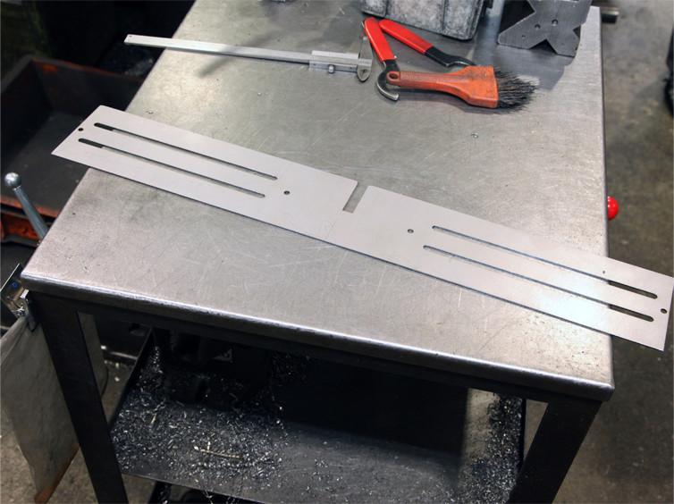 CAD・CAMを用いて制作したデータをレーザー加工機で実際に加工(SS厚板)